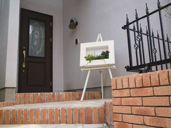 四季折々にみんなの目を楽しませてくれる美しい玄関まわりを再現していただきました。