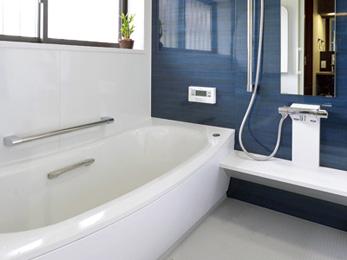 足を伸ばしてゆったり入浴できるようにと、浴室は1.25帖サイズを選択