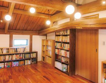 築140年超の蔵が大切な蔵書と共に住ごす別宅へと生まれ変わった