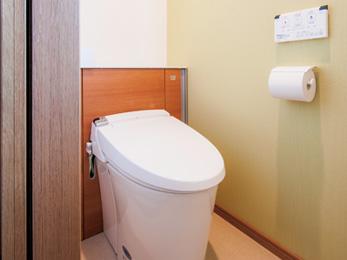 階段下収納を狭くした分、広さを増したトイレ