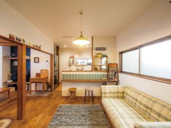 既存部分を生かしながら手持ちのアンティーク家具と調和したレトロモダンな空間