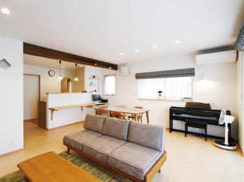 パントリーを中心に 機能性とデザイン性を高めた 家族が憩う安らぎの空間