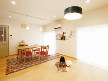 実家の離れを大幅改装タイル、クロス、無垢材で自分たちらしい家に