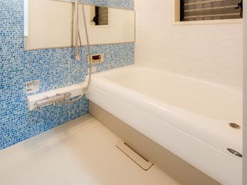 広さは変えずに浴槽を大きくし、スピーカーの設置で入浴しながら音楽が聴けるように