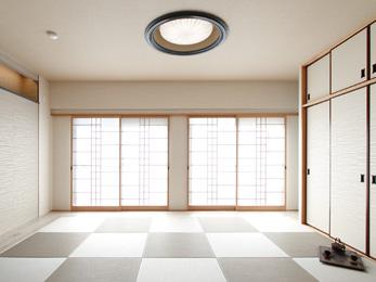 市松模様に畳を敷き、掃き出し窓を大きくした和室