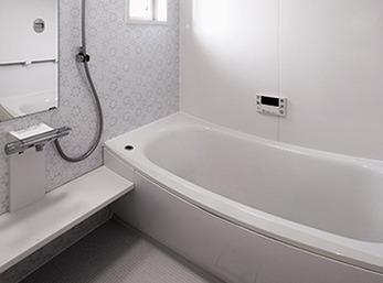 増築で1.5帖から2帖に拡大した浴室