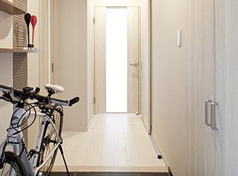 ご主人の通勤用自転車も置けるようになった玄関