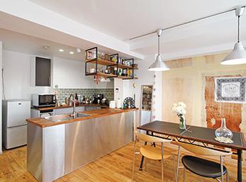 施主調達のキッチンでDIY感が魅力のオープンキッチン