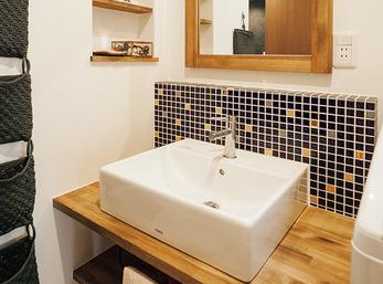 こだわりを詰め込んだ明るく清潔な洗面スペース