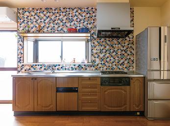 愛着あるキッチンがエキゾチックな雰囲気に一変