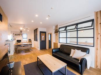 カフェ気分になれる家は自然素材の心地良さと将来の住みやすさも考慮