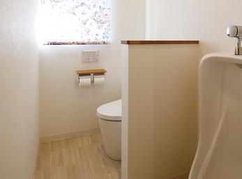 2つのトイレを明るい1つの空間に統合