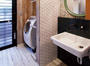 3種類のタイルでスタイリッシュな洗面室に