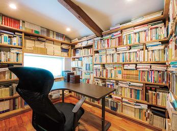 蔵の特性を生かして、膨大な蔵書を保管