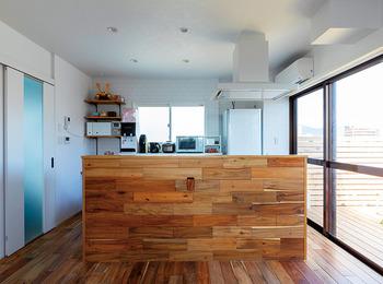 カフェ風オフィスから住居までビルをまるごとリノベーション