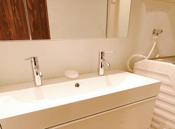 こだわりで選んだIKEA製2口蛇口の洗面台