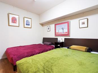夫婦二人が快適に過ごす、空気のきれいな寝室