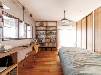 採光、通風、収納力も抜群の、書斎を兼ねた寝室