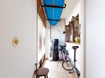見せる収納が楽しめる新設の広い玄関土間