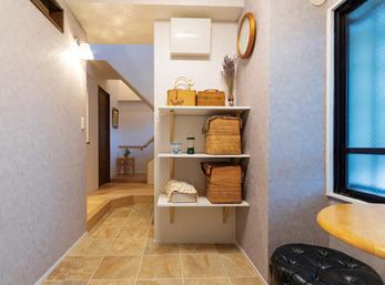 応接や収納スペースとして活躍する便利な空間