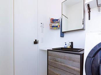 デザイン性能と機能性を兼ね備えた洗面室