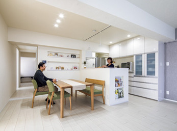 経年したマンションを 広さと明るさに満ちた ご夫婦2人の白い空間へ