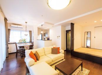 昭和初期の洋館をイメージしたアンティーク家具が似合う空間