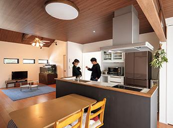 広い敷地と平屋をリノベーション 自然・仕事・家を1つにした快適空間