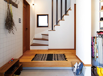 広くなった玄関には大容量のシューズクロゼットを新設