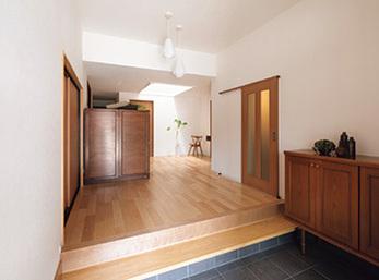 和室一室と洋室を取り込み、広くなった玄関