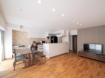 玄関や廊下、キッチンの一角まで有効活用で収納スペースを最大限確保