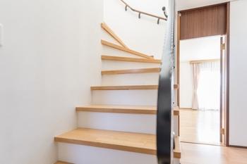 階段をリフォームしたい!種類別の費用や工期はどのくらい?